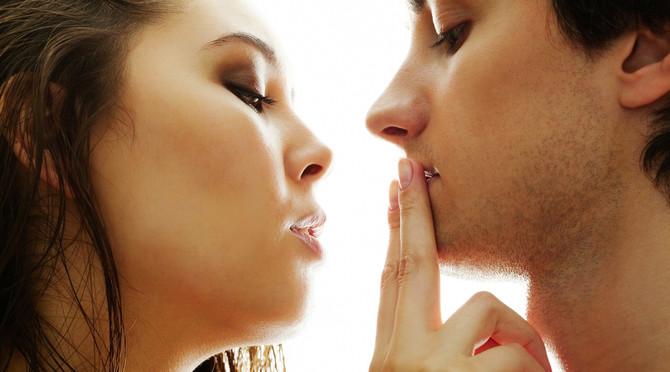 Касались зубами при поцелуе