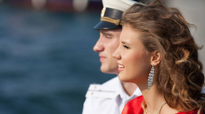 Here are 15 things to know about dating a military man